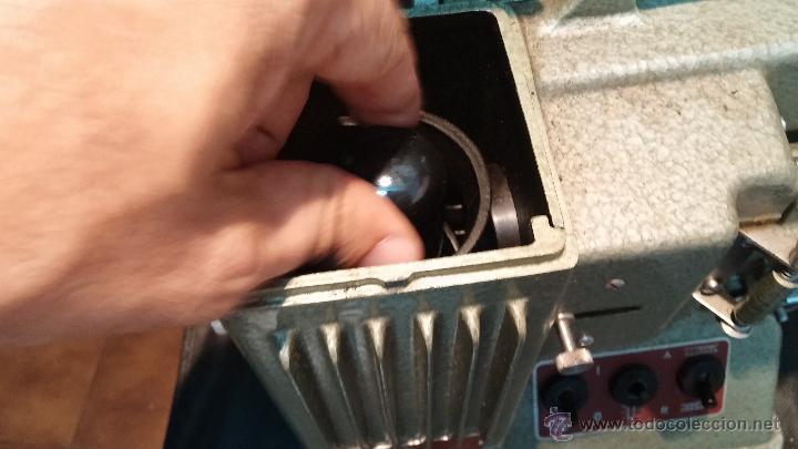 Antigüedades: Proyector de cine, muy antiguo, de origen checoslovaco, con maletín original, aceitera original,.... - Foto 55 - 44027361