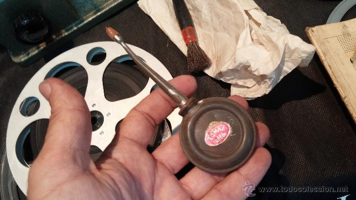 Antigüedades: Proyector de cine, muy antiguo, de origen checoslovaco, con maletín original, aceitera original,.... - Foto 61 - 44027361