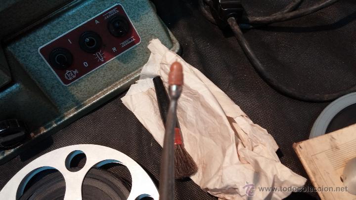 Antigüedades: Proyector de cine, muy antiguo, de origen checoslovaco, con maletín original, aceitera original,.... - Foto 63 - 44027361