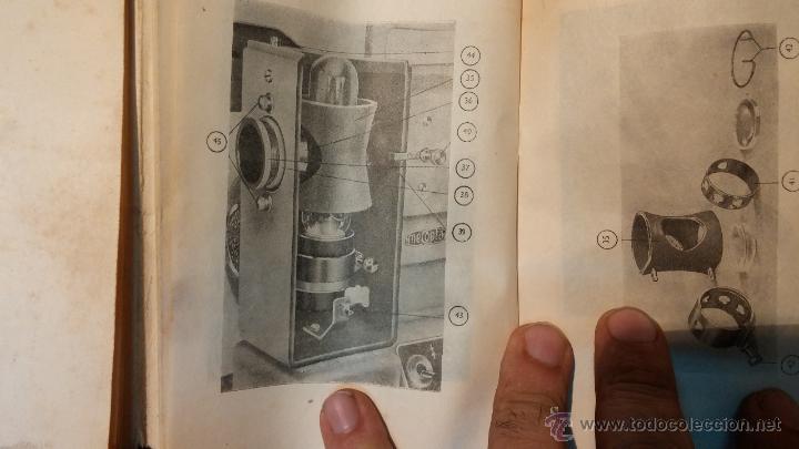 Antigüedades: Proyector de cine, muy antiguo, de origen checoslovaco, con maletín original, aceitera original,.... - Foto 73 - 44027361
