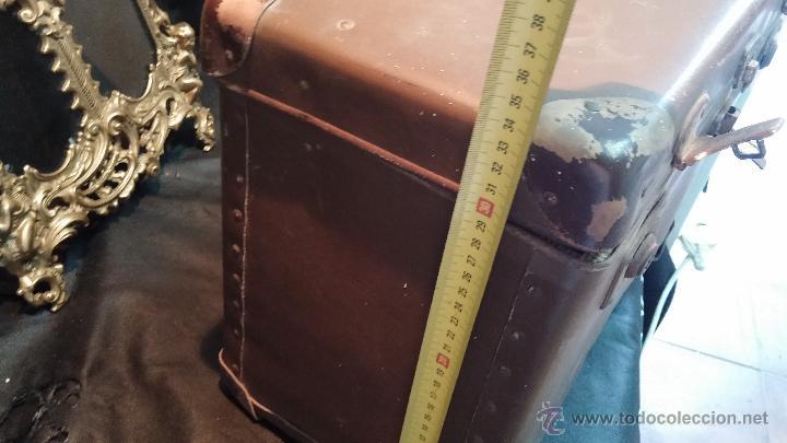 Antigüedades: Proyector de cine, muy antiguo, de origen checoslovaco, con maletín original, aceitera original,.... - Foto 84 - 44027361
