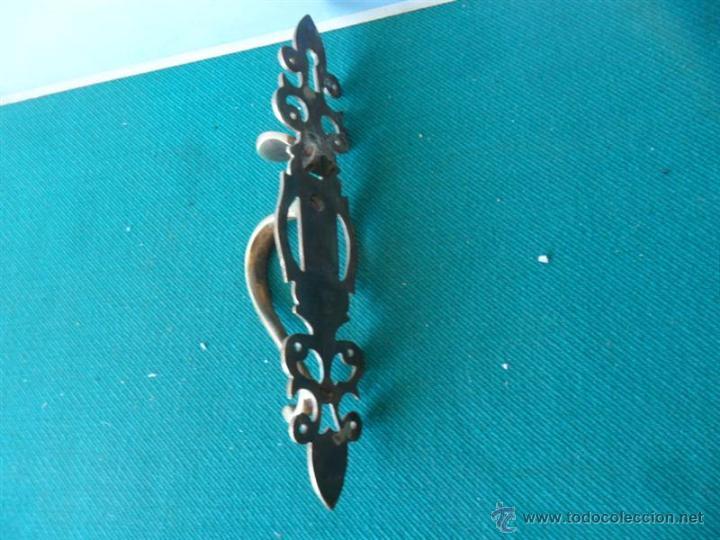 Antigüedades: tirador de puerta de bronce - Foto 2 - 44030073