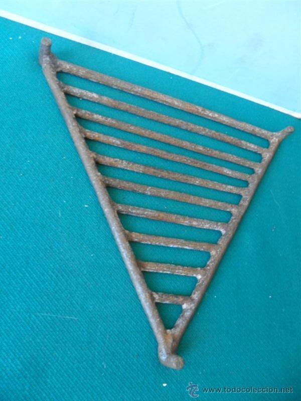 Antigüedades: parrilla triangular de hierro forja - Foto 2 - 44030160