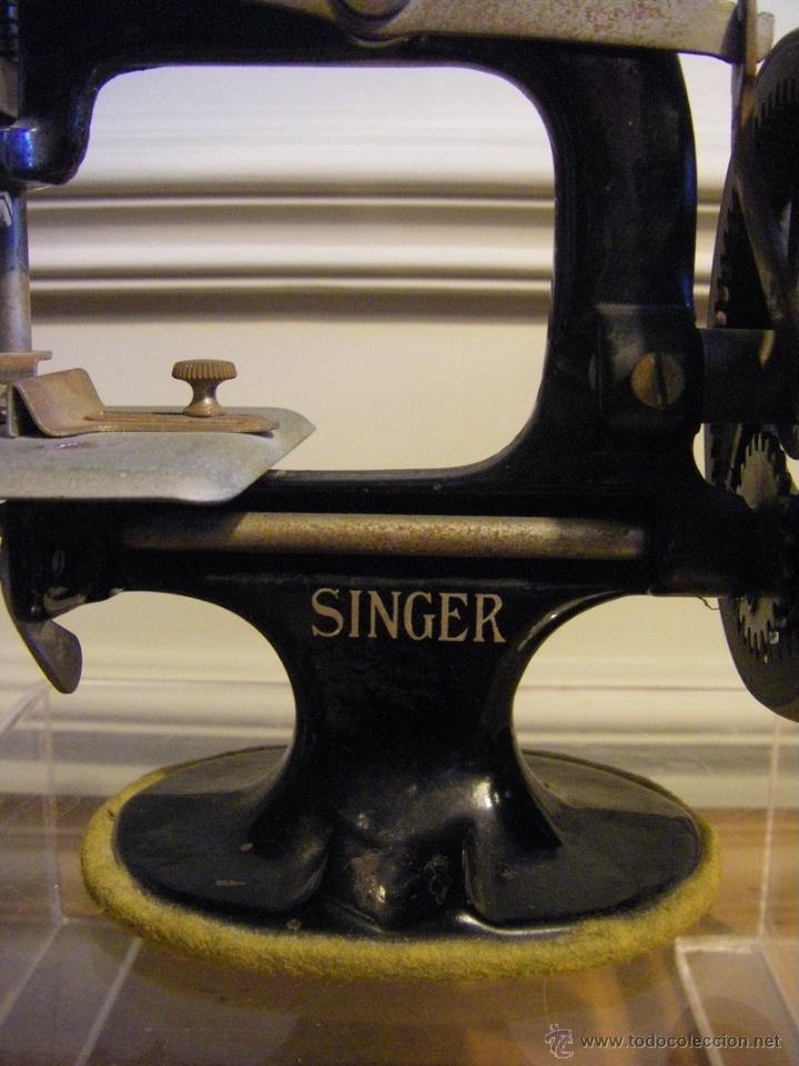 Antigüedades: Antigua máquina de coser Singer fabricada en USA conserva su caja original - Foto 2 - 44050431