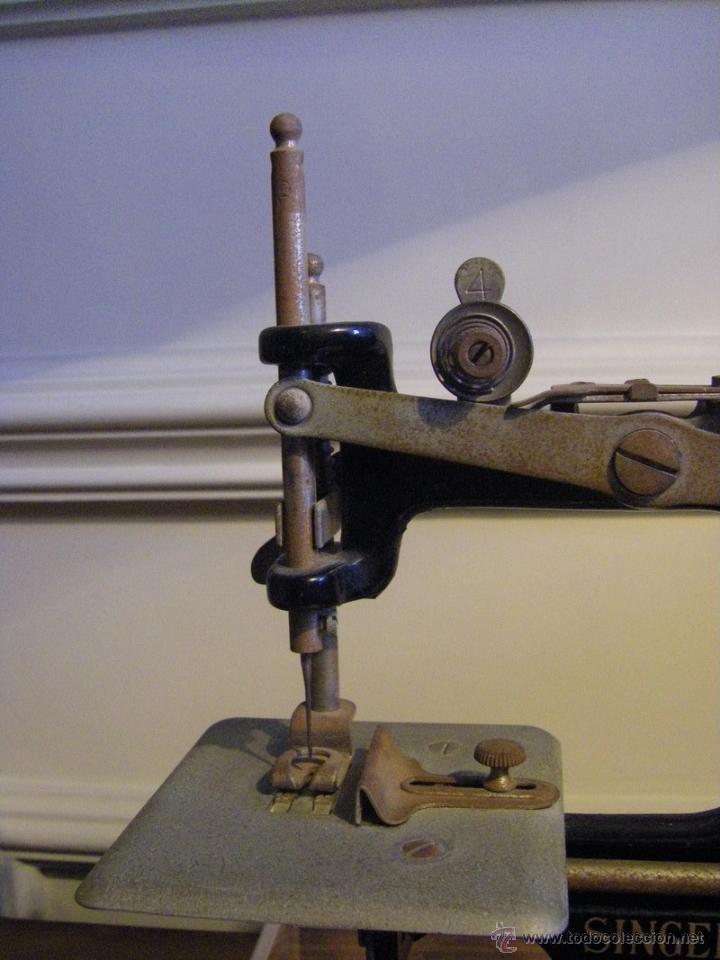 Antigüedades: Antigua máquina de coser Singer fabricada en USA conserva su caja original - Foto 3 - 44050431