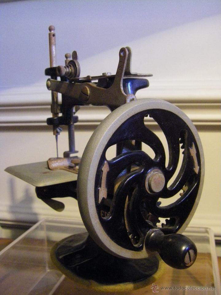Antigüedades: Antigua máquina de coser Singer fabricada en USA conserva su caja original - Foto 4 - 44050431