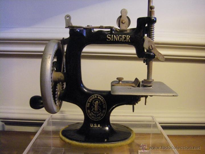 Antigüedades: Antigua máquina de coser Singer fabricada en USA conserva su caja original - Foto 6 - 44050431