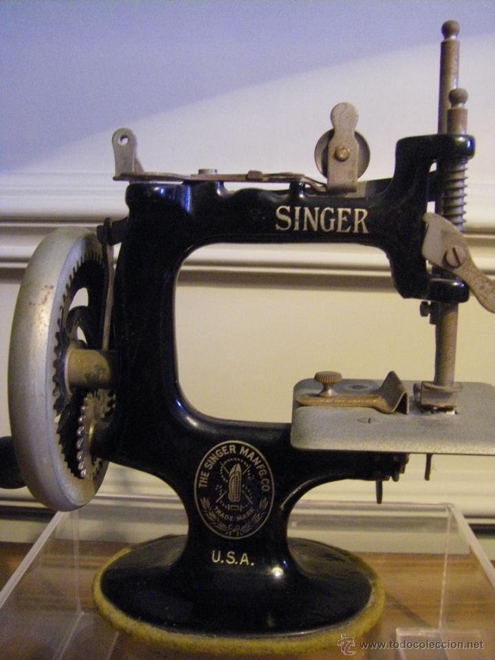 Antigüedades: Antigua máquina de coser Singer fabricada en USA conserva su caja original - Foto 7 - 44050431