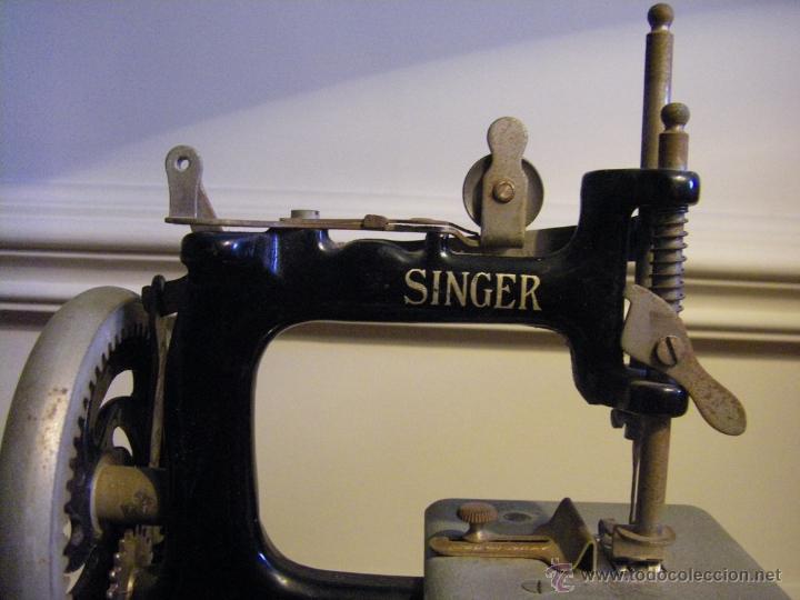 Antigüedades: Antigua máquina de coser Singer fabricada en USA conserva su caja original - Foto 9 - 44050431
