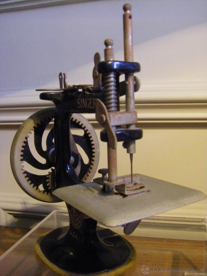 Antigüedades: Antigua máquina de coser Singer fabricada en USA conserva su caja original - Foto 10 - 44050431