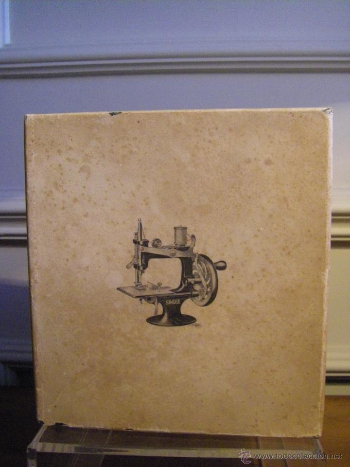Antigüedades: Antigua máquina de coser Singer fabricada en USA conserva su caja original - Foto 11 - 44050431