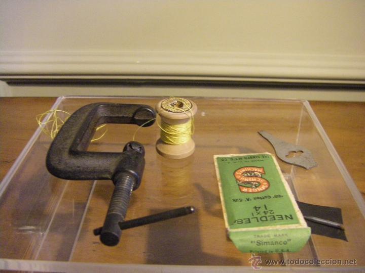 Antigüedades: Antigua máquina de coser Singer fabricada en USA conserva su caja original - Foto 14 - 44050431