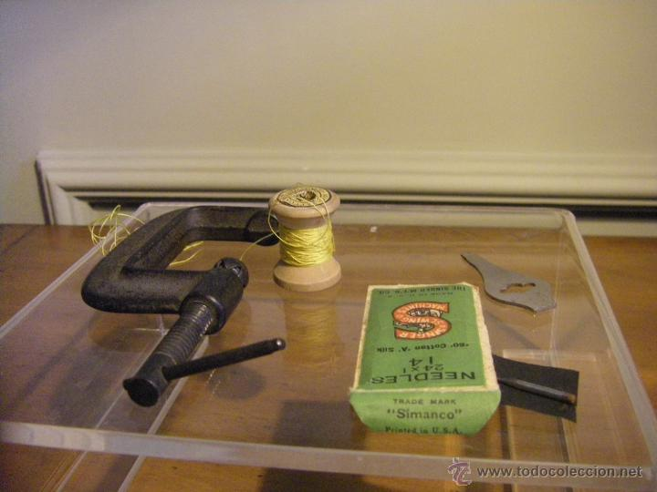 Antigüedades: Antigua máquina de coser Singer fabricada en USA conserva su caja original - Foto 15 - 44050431