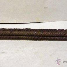 Antigüedades: EXTRAORDINARIA PALOMILLA DE HIERRO FORJADO, S. XVI. CON 4 CARAS EN FORMA SOGUEADA. . Lote 44093048