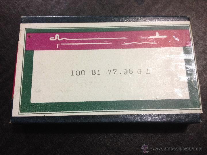 1 CAJA DE UNAS 100 AGUJAS PARA MAQUINA DE TEJER. REFERENCIA 100 BI 77.99 G1 (Antigüedades - Técnicas - Máquinas de Coser Antiguas - Complementos)