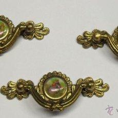 Antigüedades: LOTE 3 TIRADORES ANTIGUOS VINTAGE DE METAL Y CERÁMICA DE FRAGONARD. Lote 54795880