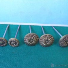 Antigüedades: CLAVOS DE METAL CON DECORACION. Lote 44217762