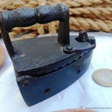 Antigüedades: PLANCHA MINI DE HIERRO PARA BRASAS. Lote 44225193