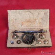 Antigüedades: ANTIGUA BALANZA PESAR ORO,PESAS DUROS Y ONZAS,HIERRO FORJA. Lote 44358744