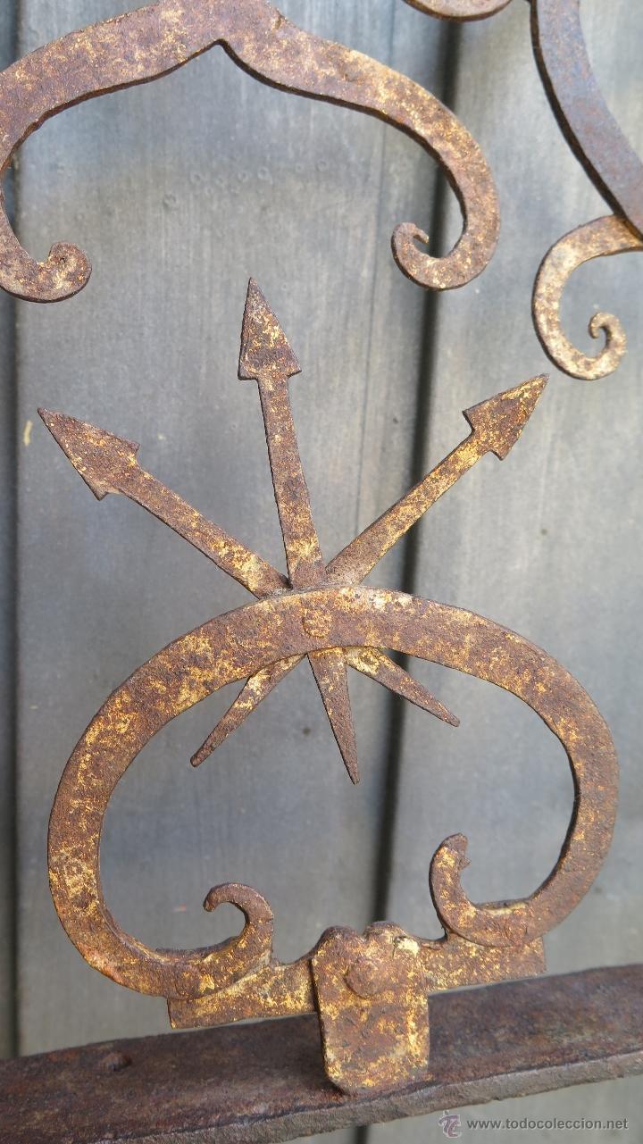 Antigüedades: IMPORTANTE ESCUADRA DE HIERRO DE FORJA PARA LAMPARA VOTIVA. IGLESIA. RESTOS DORADO. SIGLO XVI - Foto 4 - 44448517
