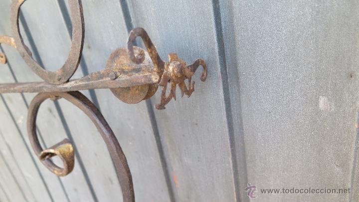 Antigüedades: IMPORTANTE ESCUADRA DE HIERRO DE FORJA PARA LAMPARA VOTIVA. IGLESIA. RESTOS DORADO. SIGLO XVI - Foto 10 - 44448517