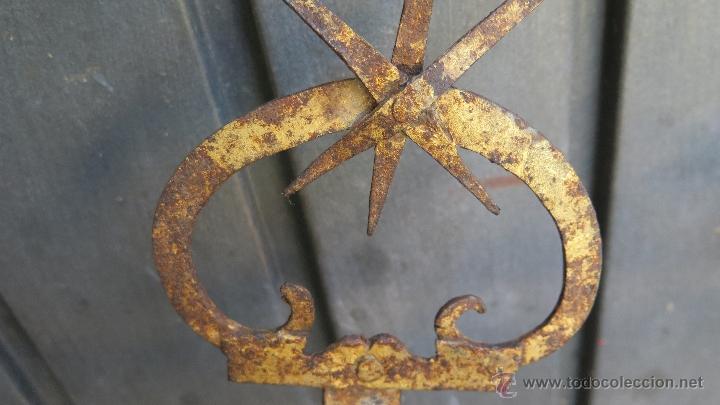 Antigüedades: IMPORTANTE ESCUADRA DE HIERRO DE FORJA PARA LAMPARA VOTIVA. IGLESIA. RESTOS DORADO. SIGLO XVI - Foto 16 - 44448517