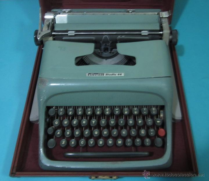 MÁQUINA DE ESCRIBIR OLIVETTI STUDIO 44 CON SU ESTUCHE (Antigüedades - Técnicas - Máquinas de Escribir Antiguas - Olivetti)