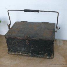 Antigüedades: ANTIGUA CAJA HERRAMIENTAS METAL IDEAL USO O DECORACION INDUSTRIAL. Lote 44741225