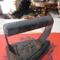 Antigüedades: ANTIGUA PLANCHA DE FUNDICIÓN DE HIERRO CON MARCAJE DE B B B. Lote 44808267