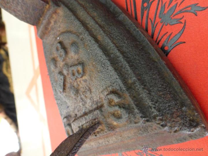 Antigüedades: ANTIGUA PLANCHA DE FUNDICIÓN DE HIERRO CON MARCAJE DE B B B - Foto 5 - 44808267