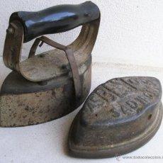 Antigüedades: RARA PLANCHA ASBESTOS SAD IRON CON MANGO DESMONTABLE (17X13CM APROX). Lote 44887069