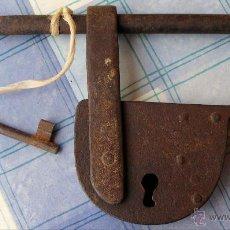 Antigüedades: CANDADO ANTIGUO MUY GRANDE, MIDE 28 X 15 CM. Lote 44911764