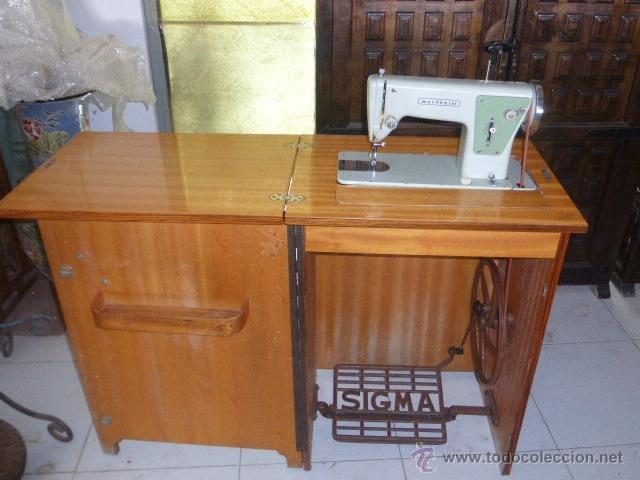 Maquina de coser antigua con mueble antiquisimo mueble de for Casa muebles singer villavicencio