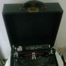 Antigüedades: MAQUINA DE ESCRIBIR ANTIGUA SMITH PREMIER PORTABLE MODEL 35 CON SU CAJA. Lote 44974098