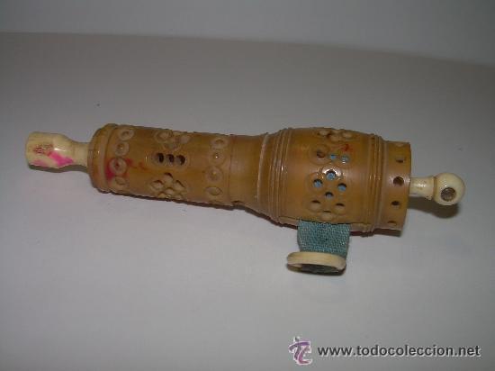 Antigüedades: ANTIGUO Y BONITO ALFILETERO TALLADO EN HUESO CON CINTA METRICA - Foto 2 - 45025728