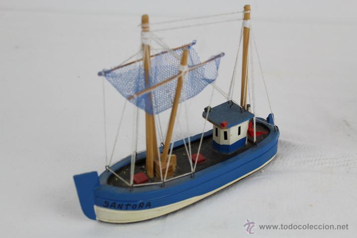 Maqueta de barco pesquero en madera pintada r comprar - Antiguedades de barcos ...