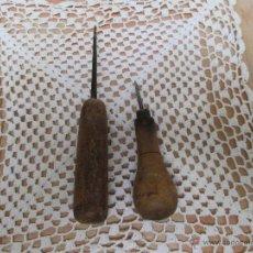 Antigüedades: LOTE DE 2 ANTIGUOS PUNZONES CON MANGOS DE MADERA. Lote 45219585