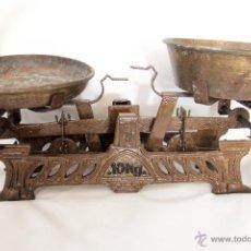 Antigüedades: ANTIGUA BALANZA DE 10KG, CON PLATOS. FUNCIONANDO.. Lote 45299518