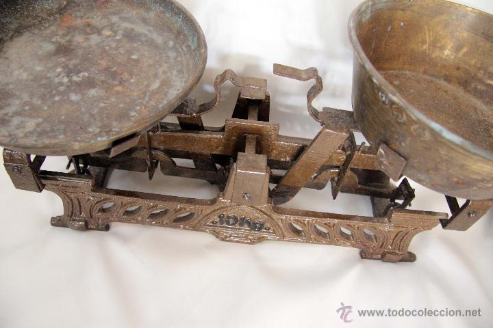 Antigüedades: ANTIGUA BALANZA DE 10KG, CON PLATOS. FUNCIONANDO. - Foto 4 - 45299518