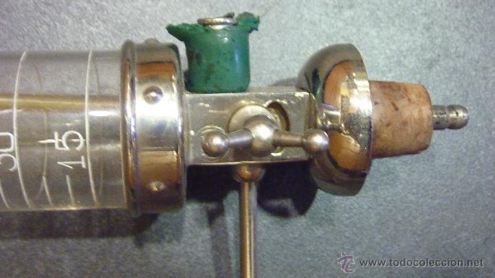 Antigüedades: Antiguo dosificador dispensador de líquidos. perfumeria marca NIPU . probeta graduada - Foto 2 - 45359418