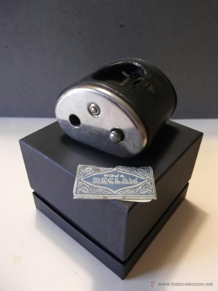 Antigüedades: Antiguo afilador manual de hojas de afeitar - Foto 2 - 45437576