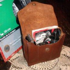 Antigüedades: MAQUINA DE AFEITAR ELECTRICA SCHICK 1938 DRY SHAVER IMPECABLE ESTUCHE DE CUERO ORIGINAL MANUAL. Lote 45476811