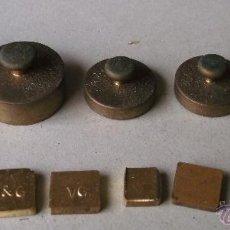 Antiquités: JUEGO DE 12 PESAS D LATON, DE 100G A 5G , LOS MAS PEQUEÑOS DE 1G, ALGUNOS SIN MARCA. Lote 45507131
