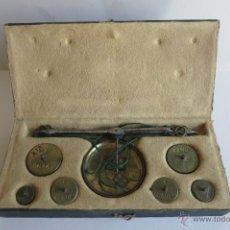 Antigüedades: CAJA DE PONDERALES MONETARIOS EPOCA ISABEL II COMPLETA. Lote 45553889