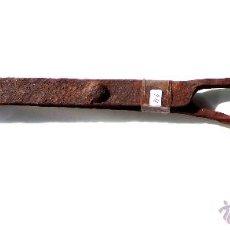 Antigüedades: PINZAS TENAZAS PARA LUMBRE O CHIMENEA DE FORJA MEDIDAS 39,5 CM. NO FUNCIONALES ADORNO. Lote 45572525