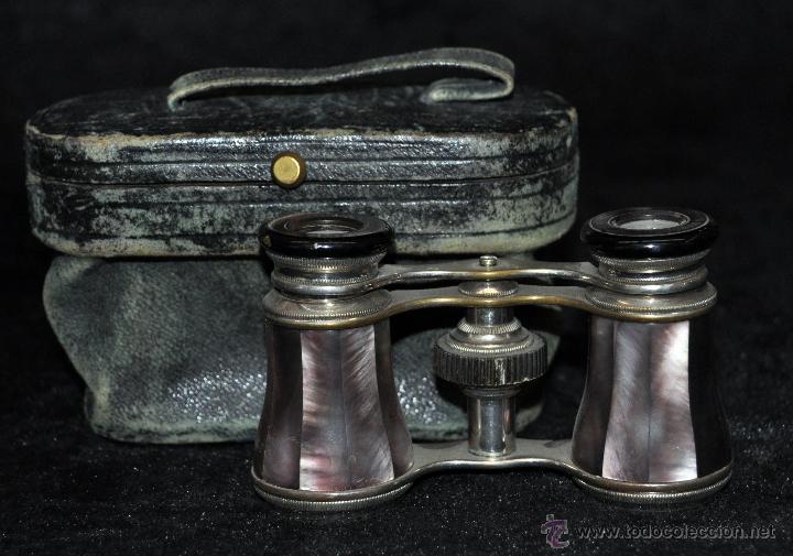 BINOCULARES DE TEATRO DE FINALES DEL SIGLO XIX EN BRONCE Y PLACAS DE NÁCAR, CON SU FUNDA (Antigüedades - Técnicas - Instrumentos Ópticos - Binoculares Antiguos)