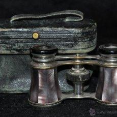 Antigüedades: BINOCULARES DE TEATRO DE FINALES DEL SIGLO XIX EN BRONCE Y PLACAS DE NÁCAR, CON SU FUNDA. Lote 45610653