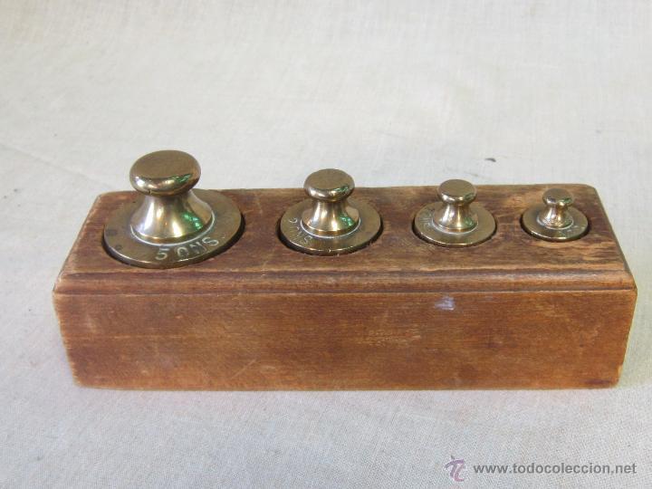 JUEGO DE 4 PESAS EN BRONCE CON CAJA DE MADERA (Antigüedades - Técnicas - Medidas de Peso - Ponderales Antiguos)
