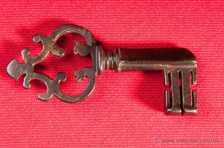 LLAVE SIGLO XVII DE HIERRO FORJADO (Antigüedades - Técnicas - Cerrajería y Forja - Llaves Antiguas)