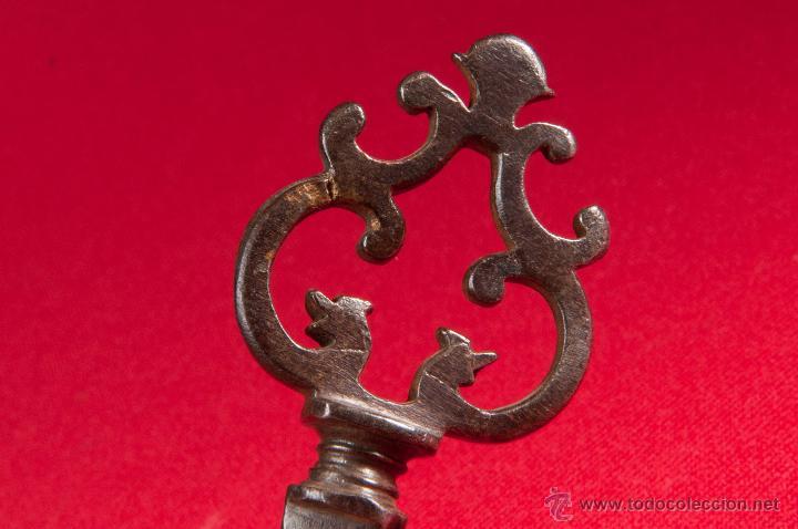 Antigüedades: LLAVE SIGLO XVII DE HIERRO FORJADO - Foto 5 - 45679487
